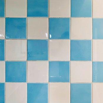 【DK】ブルー×ホワイトタイル。