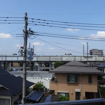 新幹線の線路が見えます♪レアな新幹線も見れるかも◎