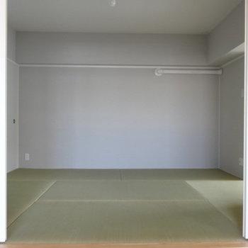 ピカピカの畳。和室につながっていました。