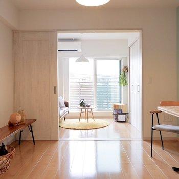 LDKは8帖ほどのスペースで、ダイニングも置くことができる広さです。※家具・雑貨はサンプルです