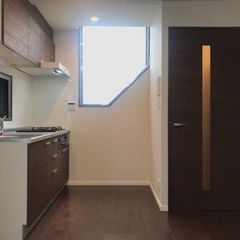 【LDK】キッチン側からもふんわりと光が入ります