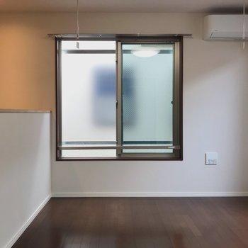 【洋室】お次は2階へ