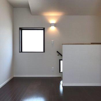 【洋室】ベッドを置いてもスペースがありそうな広さでした