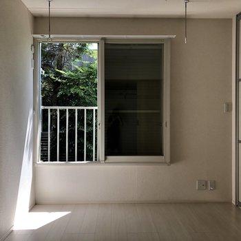 こちらは洋室。