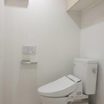 同じ空間にトイレがあります※写真は6階の反転間取り別部屋のものです