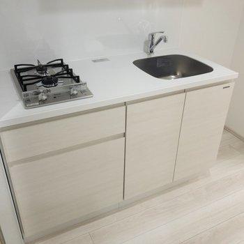 キッチンは調理スペースも程よくあります※写真は6階の同間取り別部屋のものです