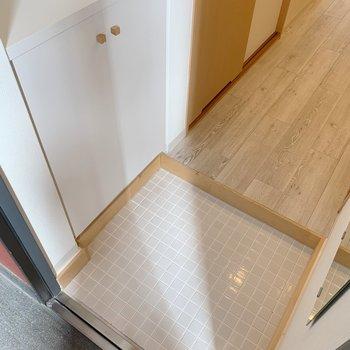 玄関にはシューズボックスも、鏡もあるからとっても便利!(※写真は前回募集時のものです)