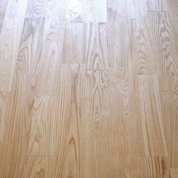 無垢床の雰囲気はなかなか言葉に表せない良さがあります。