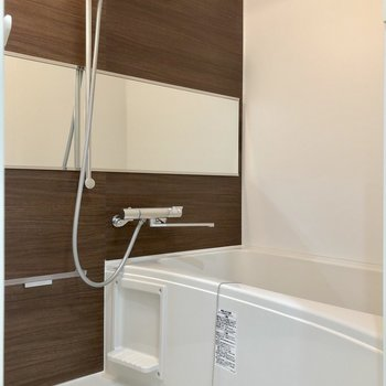 高さが自由自在のシャワーヘッド、すごいです※写真は2階の同間取り別部屋のものです