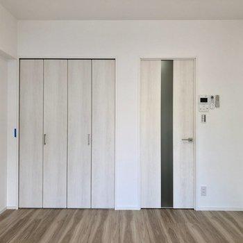 ドアも白で統一されています ※写真は2階の同間取り別部屋のものです