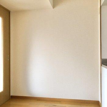冷蔵庫はもちろん、調理機器も置けそう※写真は2階の同間取り別部屋のものです