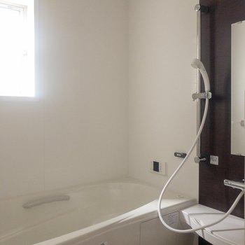 追い焚き機能と浴室乾燥機が付いています。※写真は通電前のものです