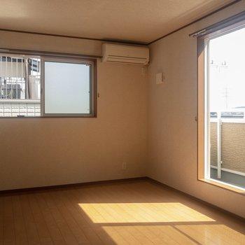 【洋室①】南側のお部屋。ゆったりとした寝室になりそう。※写真は通電前のものです