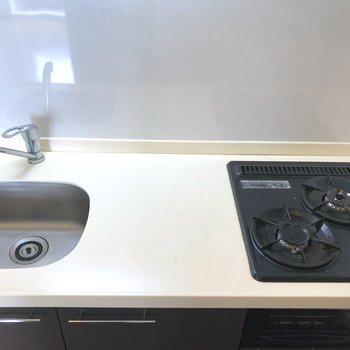 シンクは小さめですが、調理スペースは確認されています。