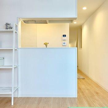 階段の下に収納を置いてスペース有効活用◎※家具はサンプルです