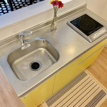 冷蔵庫は右奥に。※家具はサンプルです