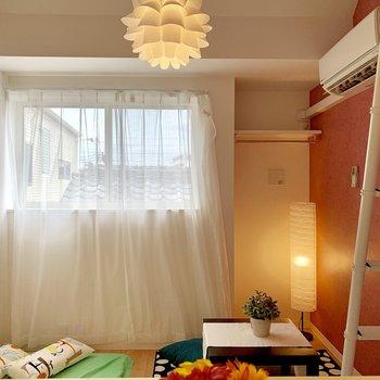 居室はくつろぎ空間に。※家具はサンプルです
