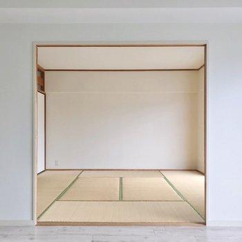 窓際の8畳は、フローリングに張り替えて洋室としても使えますよ。