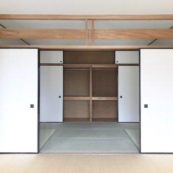 6帖の和室は畳の表替えがされています。家族川の字で眠りたいな。