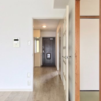 廊下側にも洋室がもう1部屋あります。