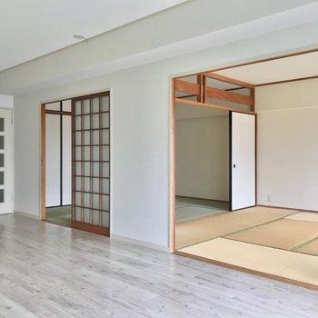 リビングの隣には6畳と8畳の和室。引き戸を開ければひとつづきになります。