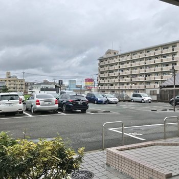 駐車場も広々しています。