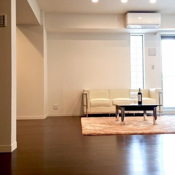 スマートな大人の部屋。(※写真は4階の同間取り別部屋のものです)