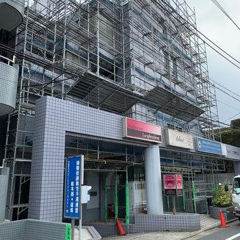 駅近のマンションです。※外観改装工事中です。