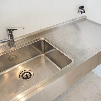 このキッチンかっこいいかも。薄型のIHでも良さそう。※写真は前回募集時のもの