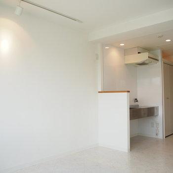 真っ白な壁と床が雰囲気◎※写真は前回募集時のもの