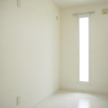 縦長の窓から漏れてくる光がいい感じ※写真は前回募集時のもの