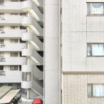 眺望は隣のマンション。