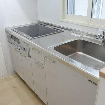 キッチンはお掃除らくらくIHです※写真は同間取り別部屋です