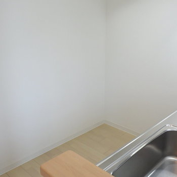 冷蔵庫置場もしっかり確保※写真は同間取り別部屋です
