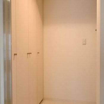 玄関収納もこんなにたくさん!!!※写真は同間取り別部屋です