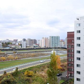 こちらは豊平川!自然にはさまれたお部屋※眺望は9階のものです
