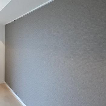 アクセントクロスの壁。どんな絵を飾ろうかな。※写真は同間取り別部屋です