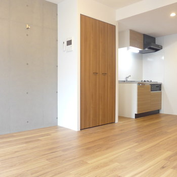 打ちっ放しの壁がポイント※写真は3階の同間取り別部屋のものです