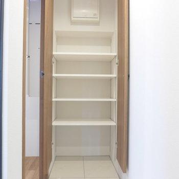 サンダルからブーツまで、充分収納できそう※写真は3階の同間取り別部屋のものです