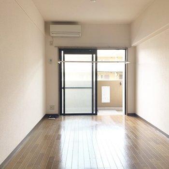 室内物干し機もあるので雨の日だって気にせずお洗濯♪(※写真は2階の同間取り別部屋、清掃前のものです)