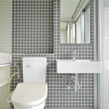 洗面とトイレは同室タイプ。※写真は同タイプの別室
