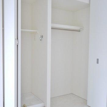 隣は洗濯置場。※写真は同タイプの別室