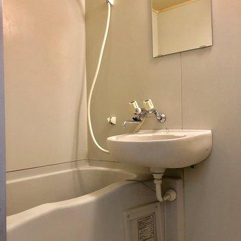 清潔感のあるお風呂場ですね