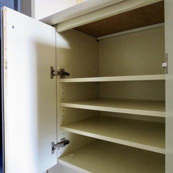 キッチン左端の収納はシューズボックスになっています