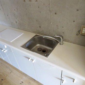 IH2口で調理スペースも広いので料理もしやすいですね※写真はクリーニング前のものです