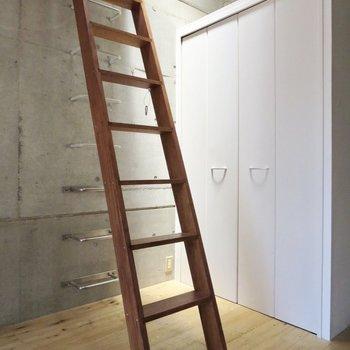 では、はしごを登ってロフトにレッツゴー