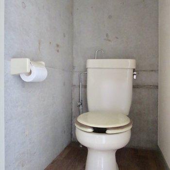 トイレまでコンクリでかっこよくなってる〜※写真はクリーニング前のものです
