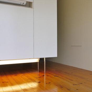 下部にも照明。 無垢床にいい反射。※写真は前回募集時のものです