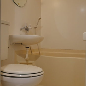 浴室乾燥機能付。 3点ユニットバス。※写真は前回募集時のものです