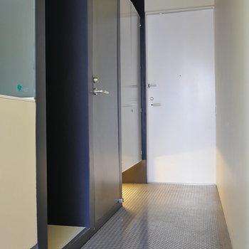 玄関部。 手前のスペースが冷蔵庫置場。※写真は前回募集時のものです